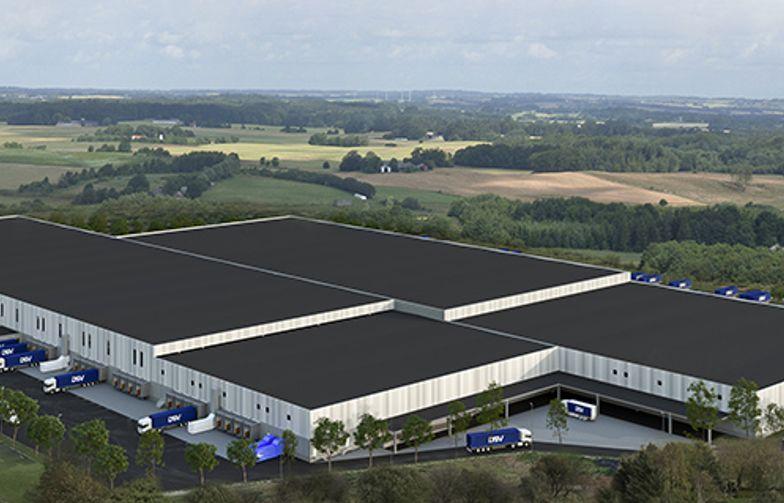 DSV bygger ett 68 000 kvm stort automatiserat logistiklager i Rosersberg, norr om Stockholm.