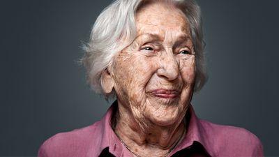 I Barncancerfondens nya kampanj porträtteras åtta fantastiska personligheter som alla har gemensamt att ha upplevt ett långt och innehållsrikt liv. Här, Margit, 101 år.