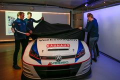 Volkswagen Dealer Team BAUSHAUS täcker av en sina tre Golf GTI TCR.