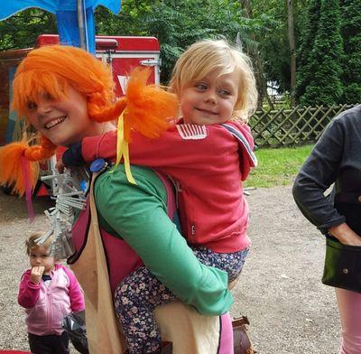 Alicia fick träffa Pippi under Walk of Hope i Ängelholm. Foto: Jessica Örnhag
