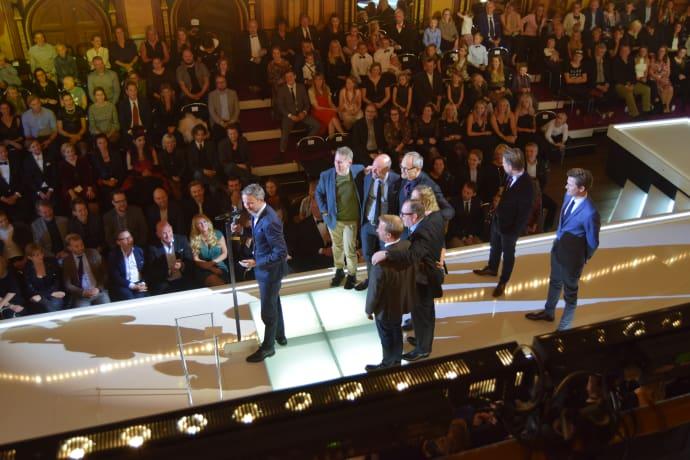 Solsidan blev dubbelt prisad under kvällen: bästa humorprogram och bästa kvinnliga humorprestation genom Malin Cederbladh.