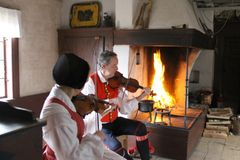 Folk music in the Delsbo farmstead. Photo: Skansen.