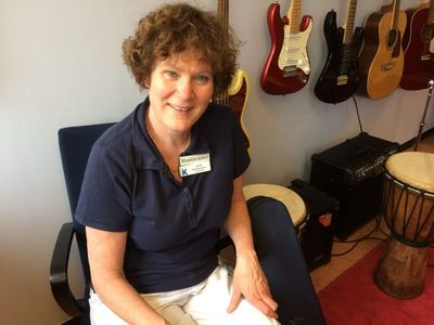 En av de forskare som får ta del av Barncancerfondens höstanslag är Lena Uggla vid Karolinska institutet. Lena vill genom sin forskning undersöka hur musikterapi kan hjälpa stamcellstransplanterade barn och ungdomar till rehabilitering.