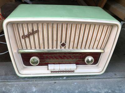 Foto: Radion är ett av föremålen som skänkts till Vika återvinningscentral och som kommer att auktioneras ut den 20 september