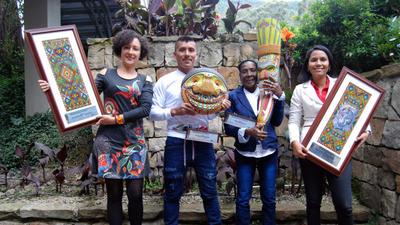 Det årliga MR-priset delas ut i fyra olika kategorier: årets organisation, årets människorättsförsvarare, ett helt livs insats och årets kollektiva insats.