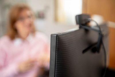 Nu erbjuder Barncancerfonden digitalt samtalsstöd till familjer som har ett barn som dött i cancer.