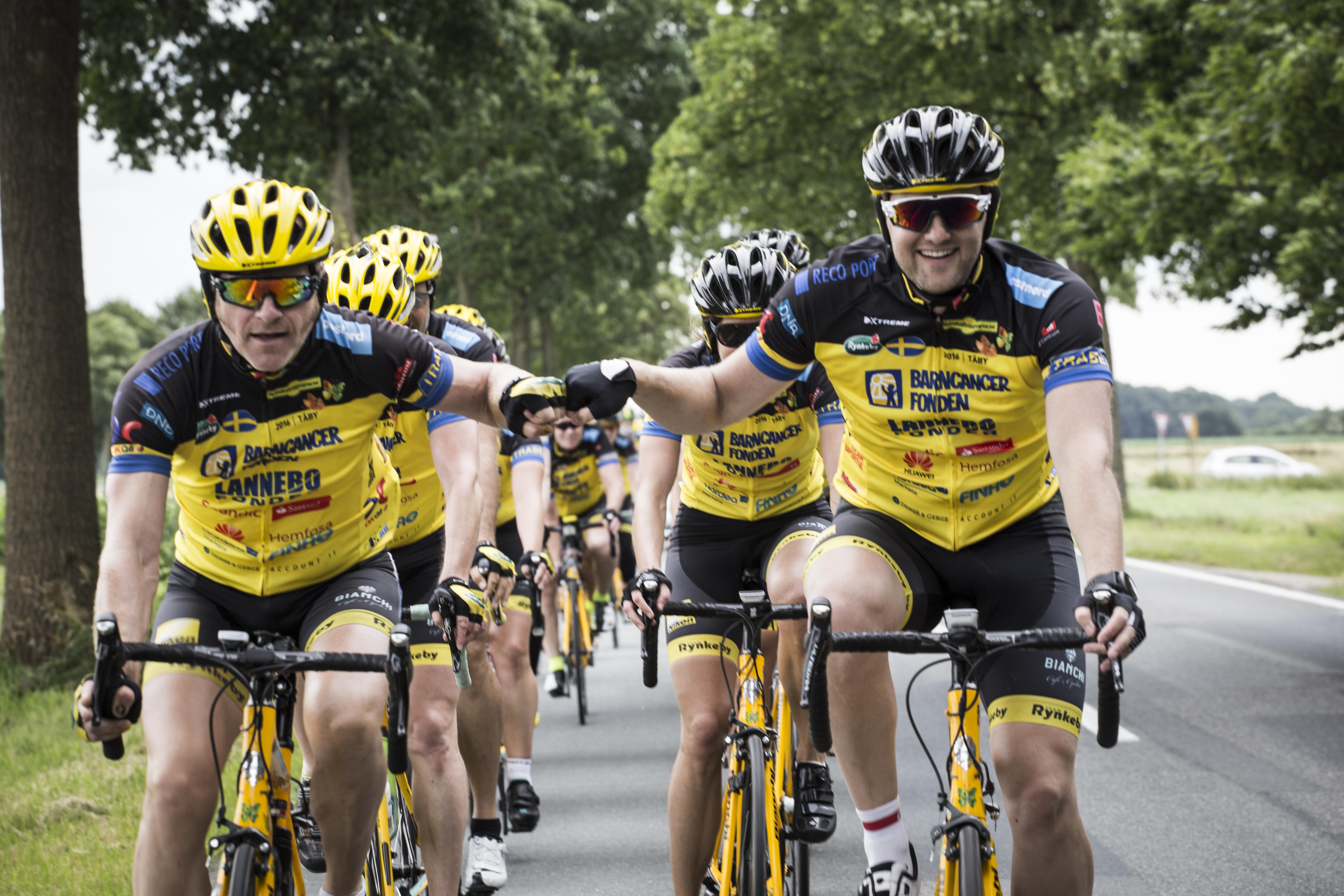 Det blir ingen cykling till Paris i år. Men insamlingen fortsätter ändå. Foto: Team Rynkeby