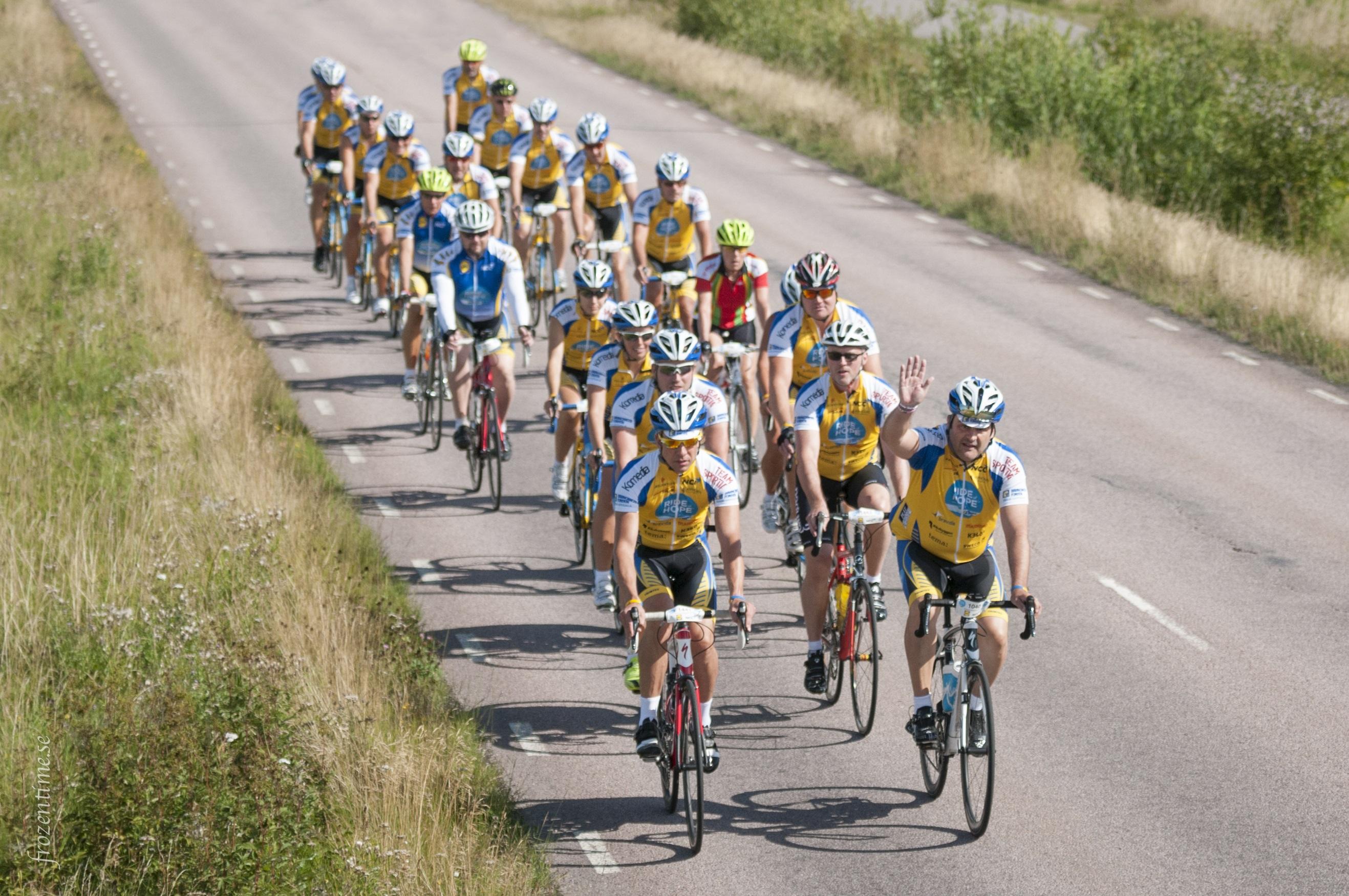 Cyklister i Ride of Hope. Pengarna som samlas in genom loppet går till Barncancerfondens arbete för att bekämpa barncancer. Foto: Mark Harris