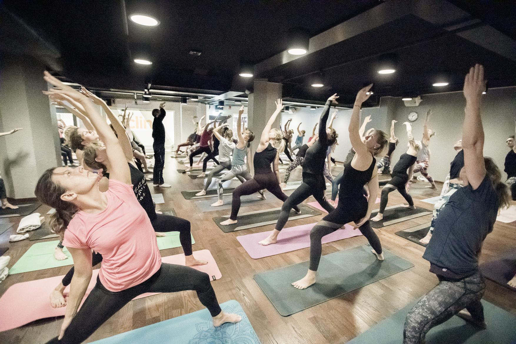 Yoga of Hope arrangerades över hela Sverige och samlade in drygt 431 000 kronor. Foto: Magnus Glans