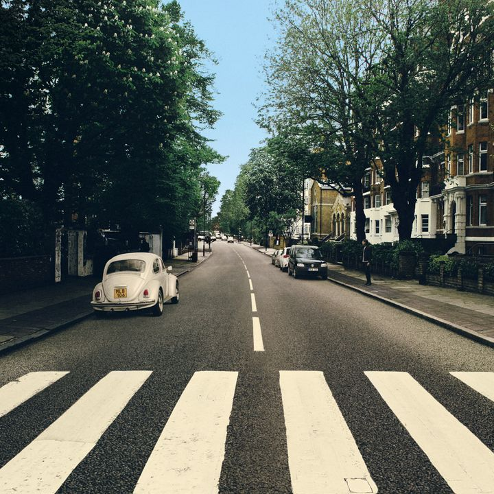 The Beetle's Abbey Road – Reparked Edition, ett nytt, unikt vinylomslag med en perfekt parkerad Beetle.