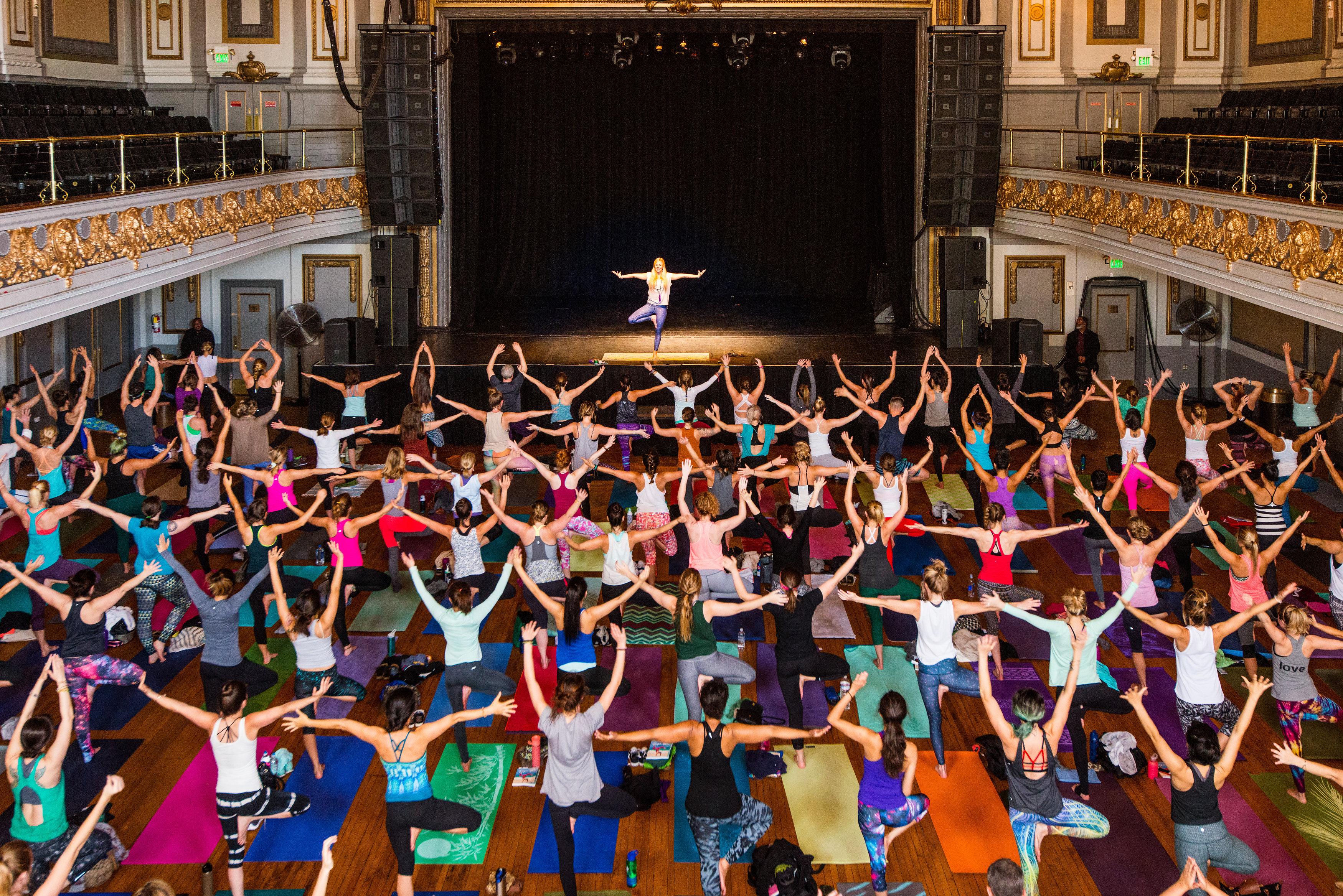 Barncancerfondens nya event Yoga of Hope arrangeras den 18 november i samarbete med Yoga Girl (Rachel Bråthén). Foto: Ben Kane