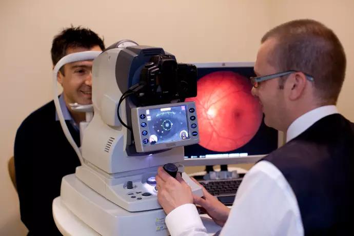 ... att det finns stora kunskapsluckor hos svenskarna när det gäller  orsaker till ögonrelaterade sjukdomar och bristande ögonhälsa. Och trots  att synen är ... 1b7cf79a4cefe
