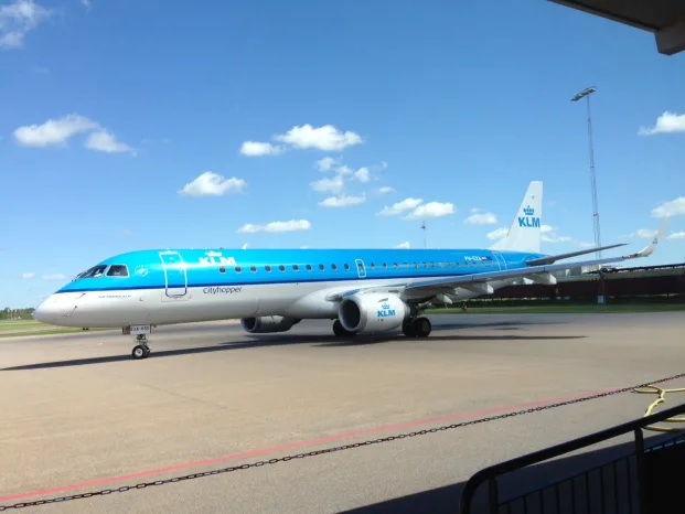 KLM Embraer 190 vid Linköping City Airport.