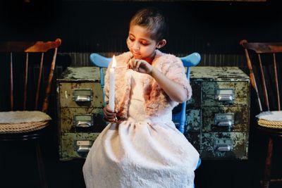 Den 15 februari tänder Sverige ljus för barn med cancer. Sedan flera år tillbaka behandlas 7-åriga Wintana för neuroblastom. Foto: Ylva Bergman