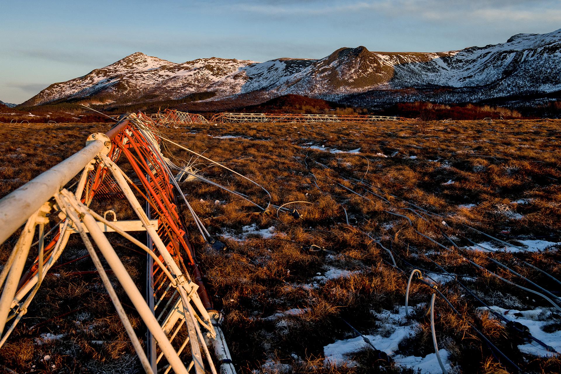 Rivning av Loran-C i Vesterålen, Norge. Foto: AF Gruppen/Fartein Rudjord
