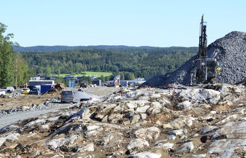Kanonaden anlägger nya industritomter i Rollsbo, Kungälv på uppdrag av Ytterbygg.