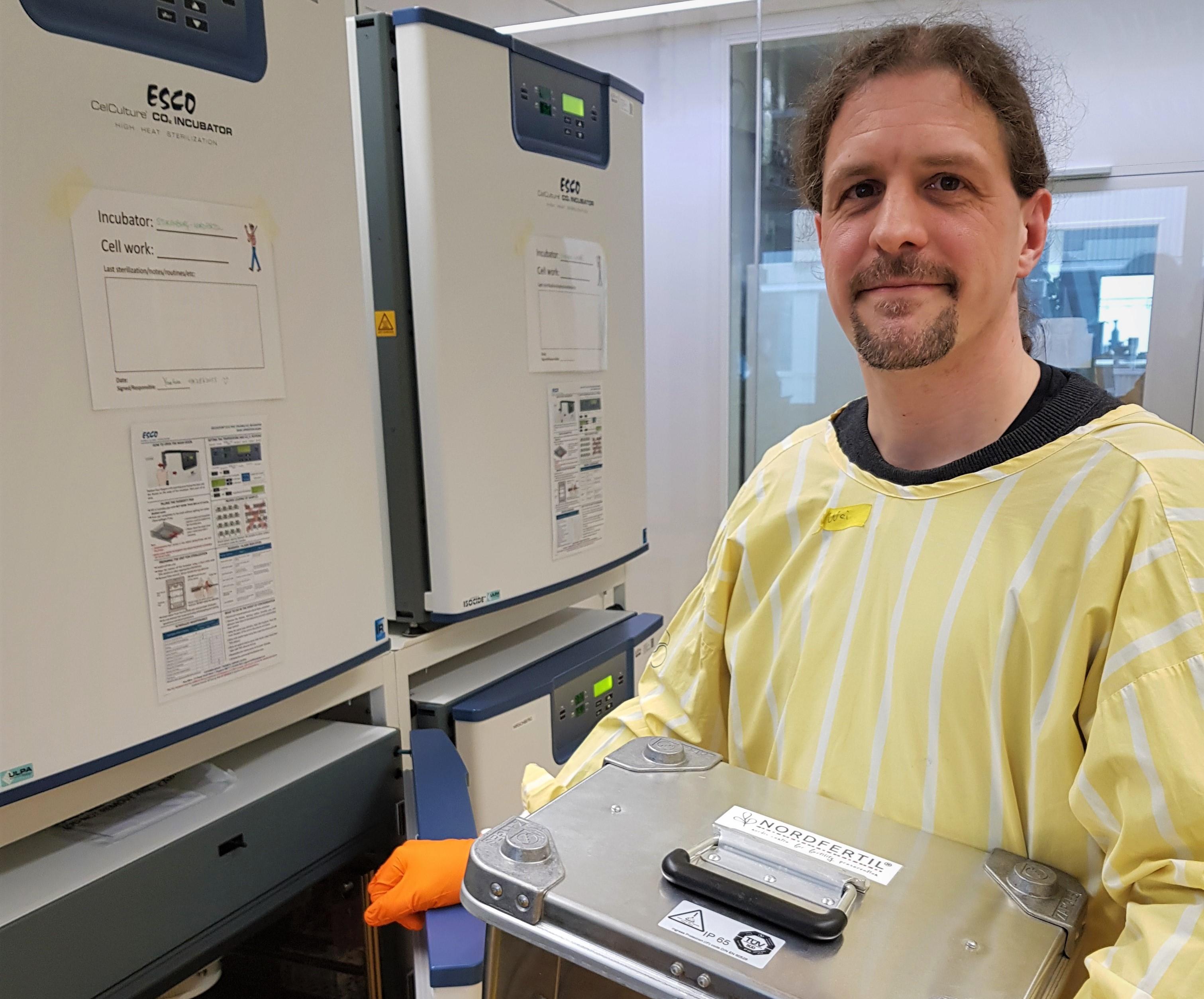 Jan-Bernd Stukenborg vid Karolinska Institutet är en av forskarna som nu beviljas medel av Barncancerfonden.
