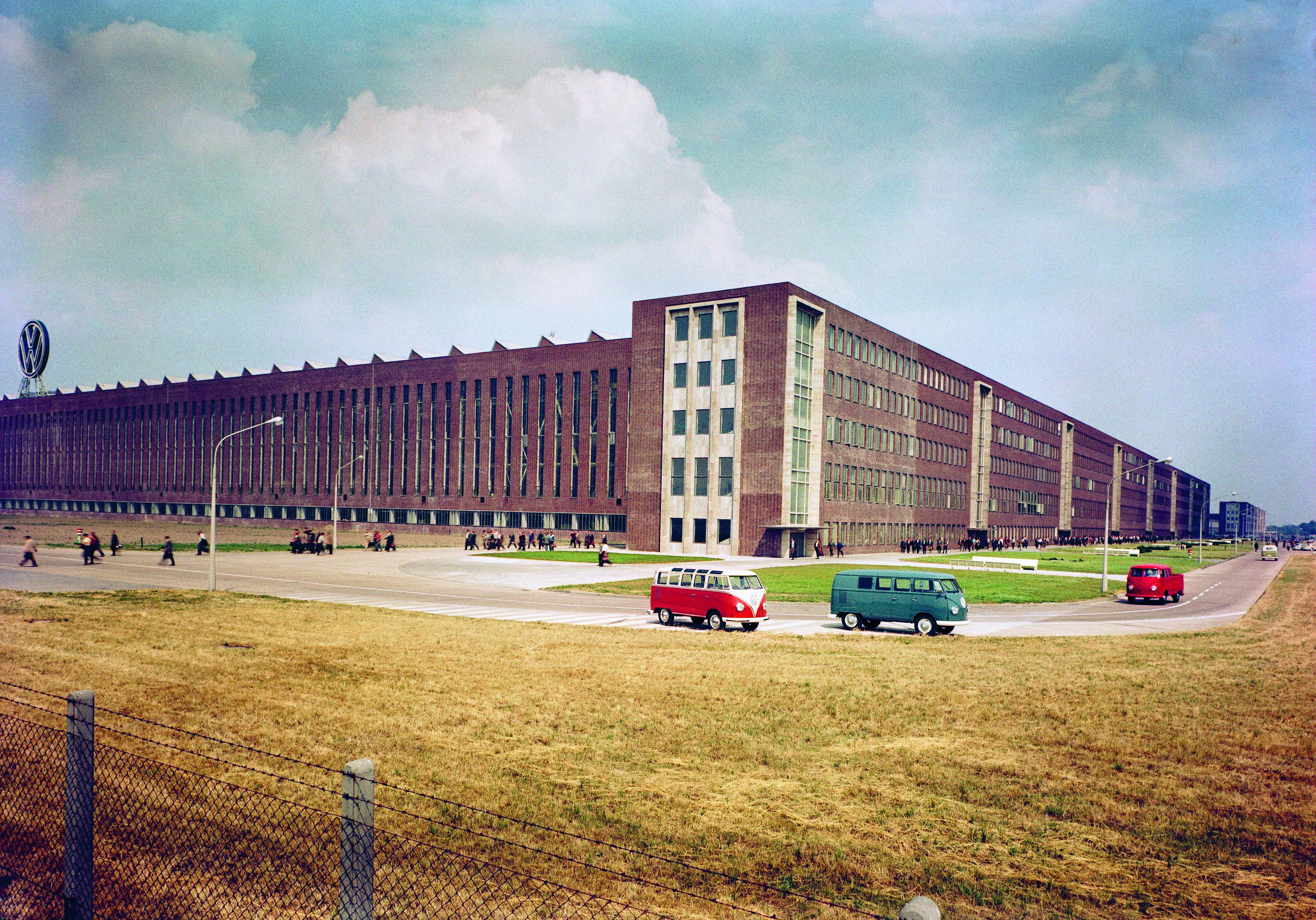 65 år sedan den första folkabussen byggdes i Hannover